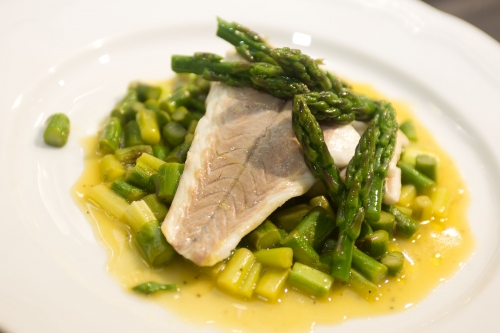 Filetto di branzino con asparagi